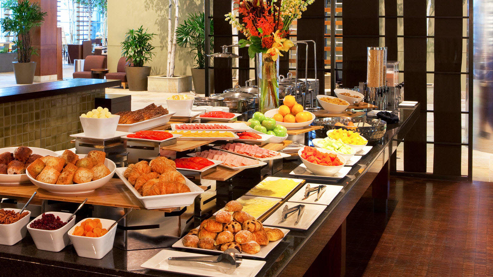 Sauciety Restaurant Boston - Sauciety Buffet